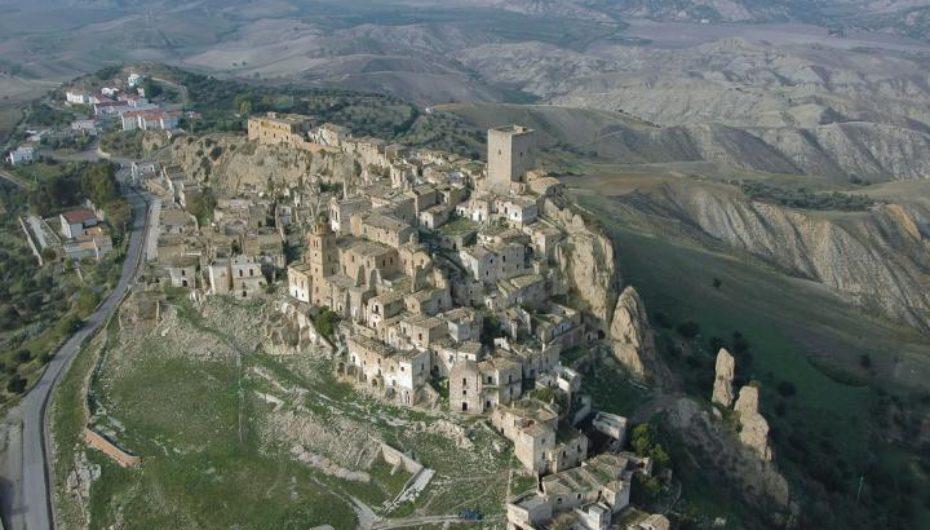 Средневековый город-призрак Крако (Италия)
