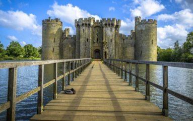Заброшенный замок Бодиам (Англия)