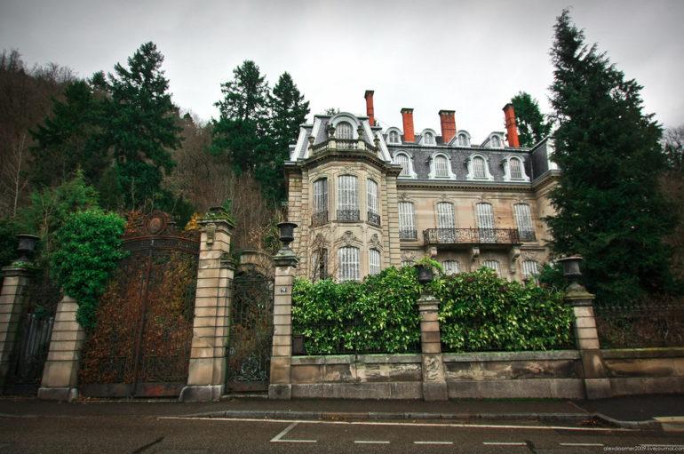 Заброшенный замок Люмьер (Франция)