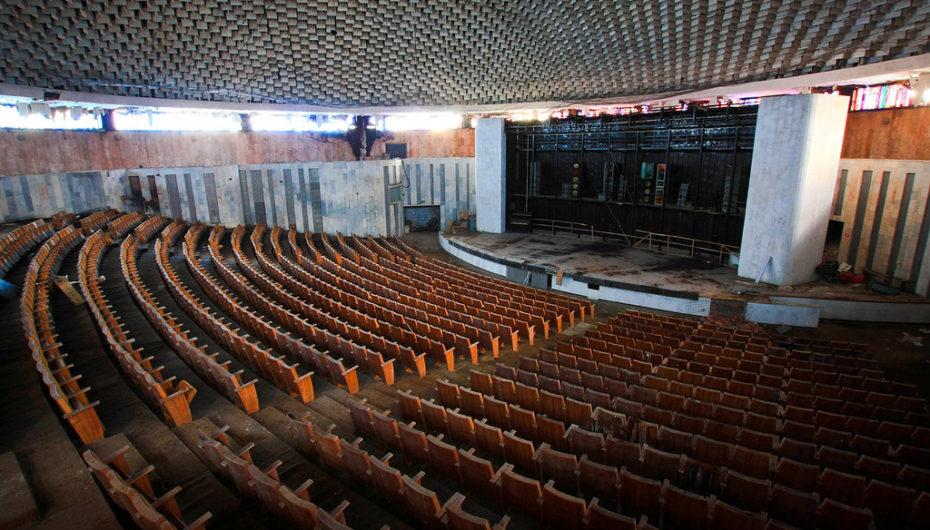 Заброшенный конференц-зал московского университета