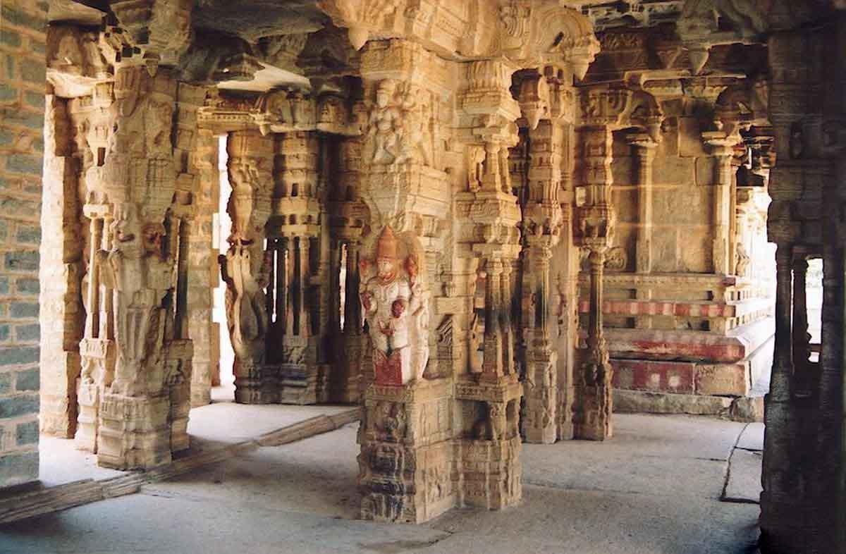 Виджаянагар - легендарный древний город, побеждённый временем