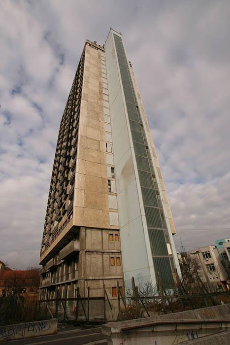 25-этажное здание Pécsi magasház, Печ, Венгрия