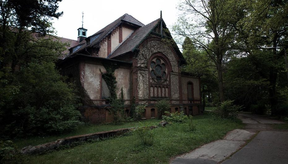 Заброшенная старинная больница Beelitz-Heilstatten в Германии