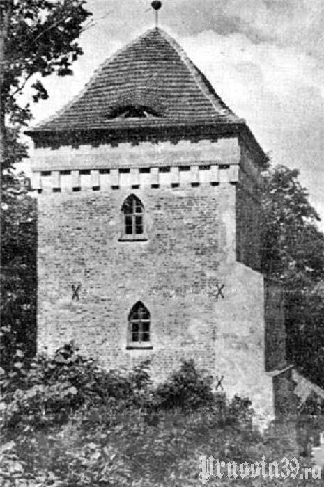 Надвратная башня замка Гросс Вонсдорф. Довоенное фото