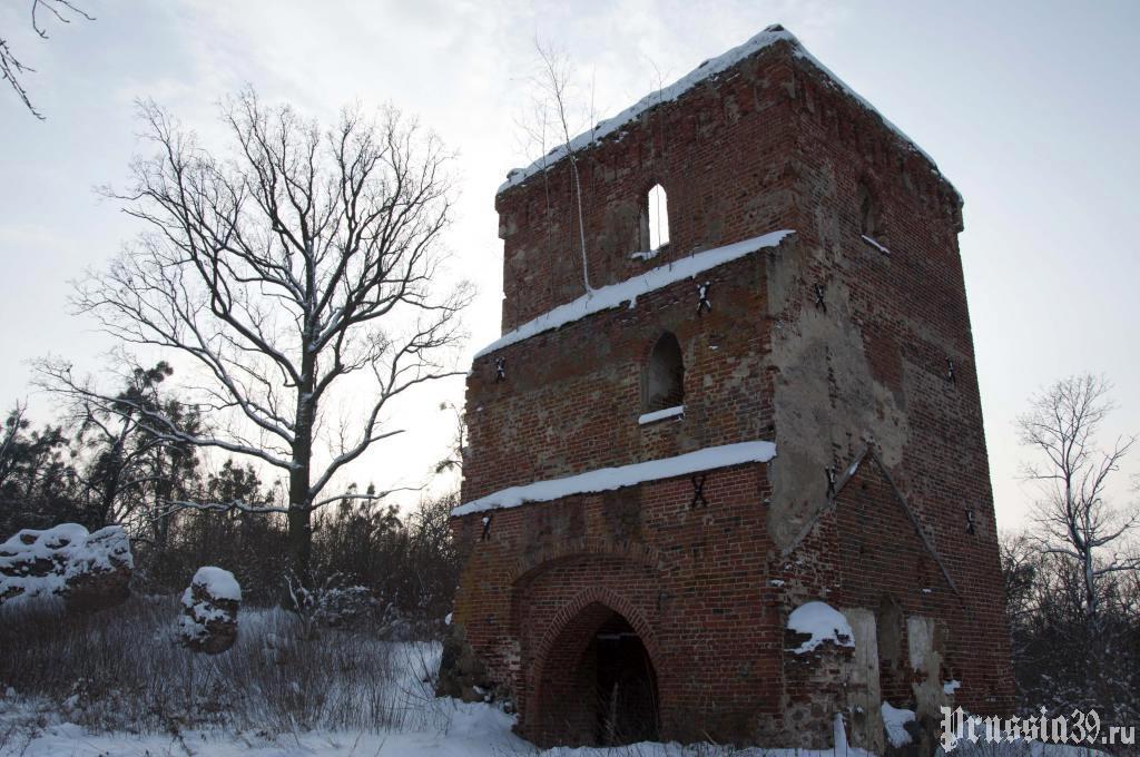 Башня замка Гросс Вонсдорф. Зима 2010