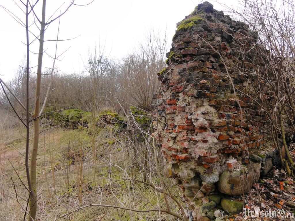 Руины стен. Март 2014