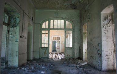 Заброшенный корпус старой больницы