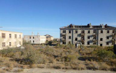 Заброшенный военный городок Кантубек при полигоне Аральск-7