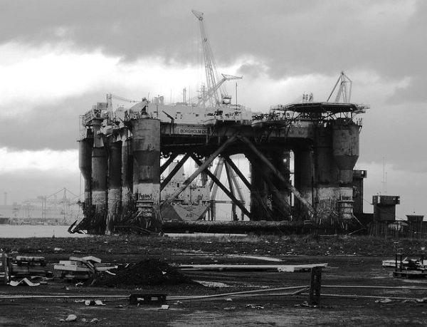Заброшенная нефтедобывающая установка в Белфасте