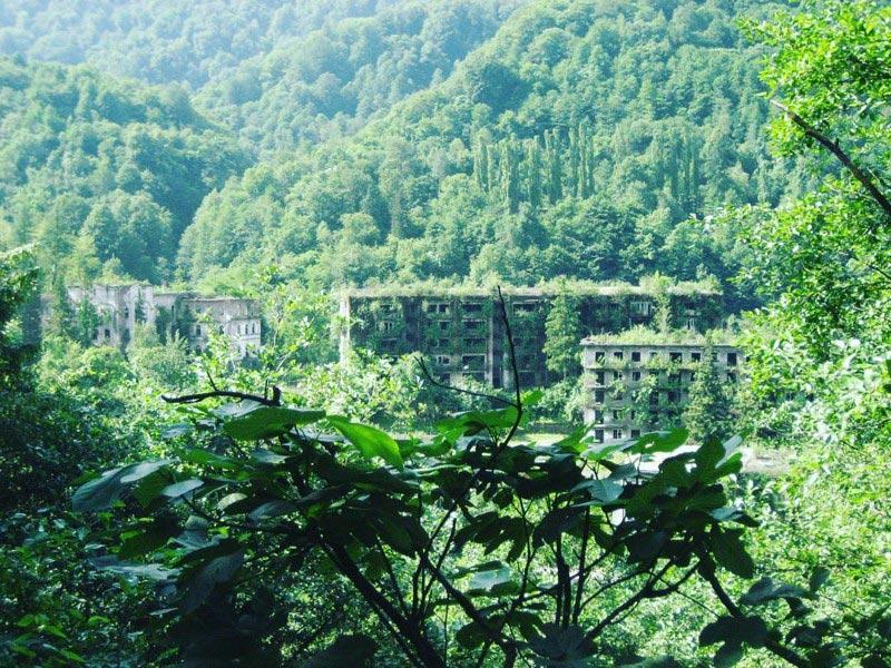 Заброшенный город (Абхазия)