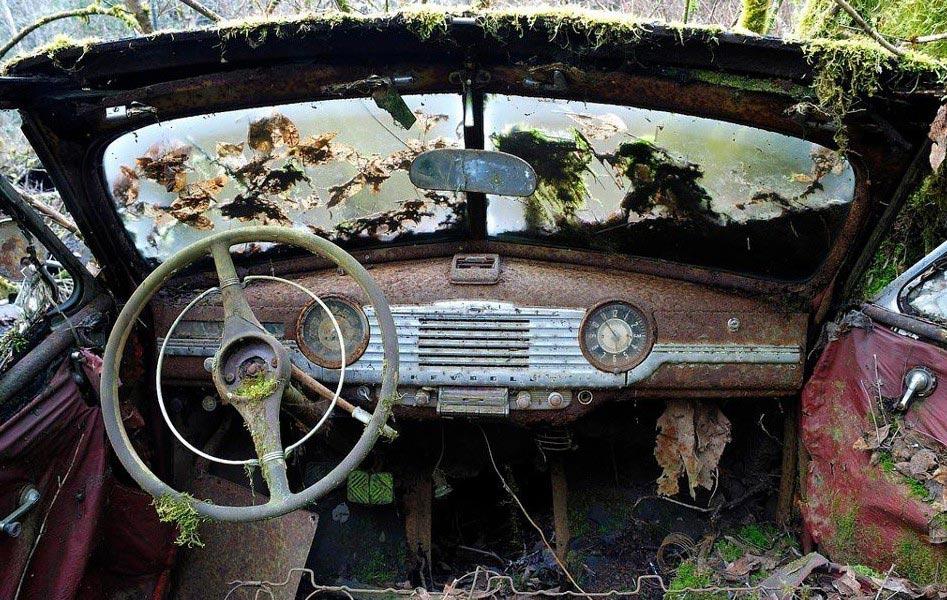 Брошенный автомобиль