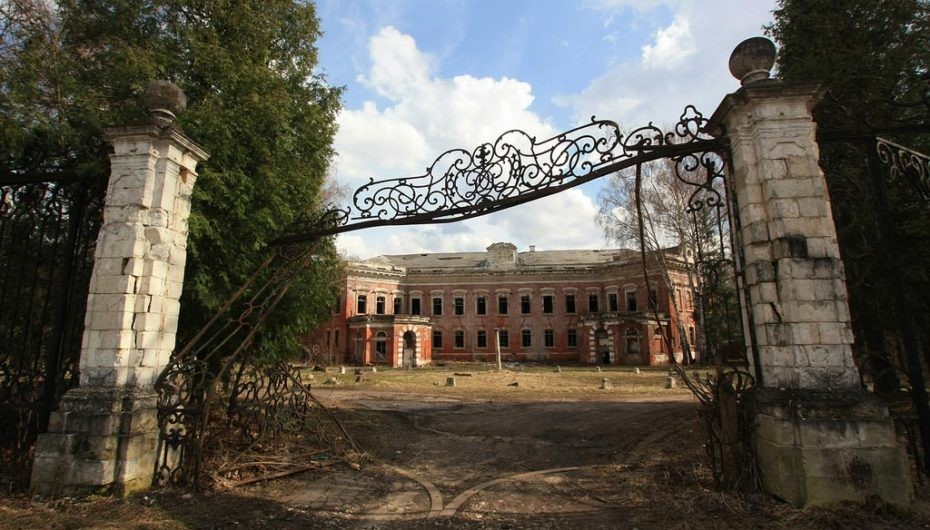 Заброшенная усадьба Семёновское-Отрада