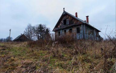 Заброшенные деревенские дома в Псковской и Костромской областях