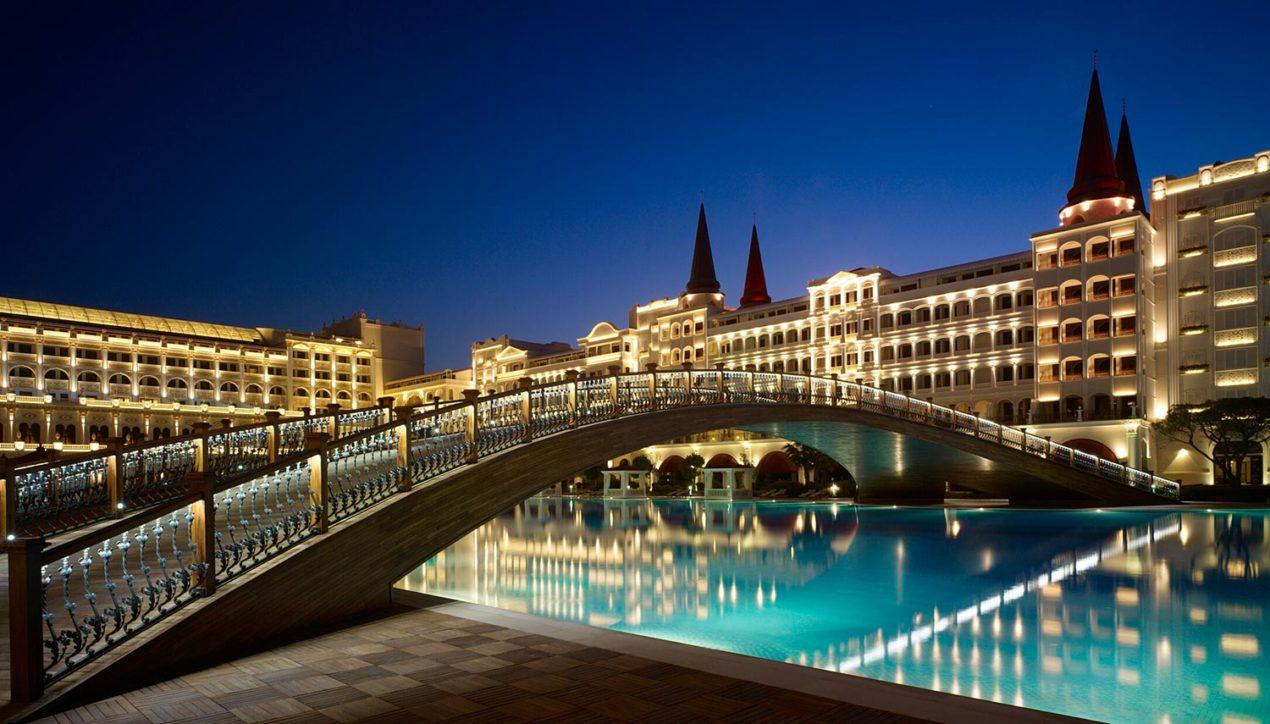 Самый роскошный отель мира Mardan Palace Hotel разворовывают мародёры