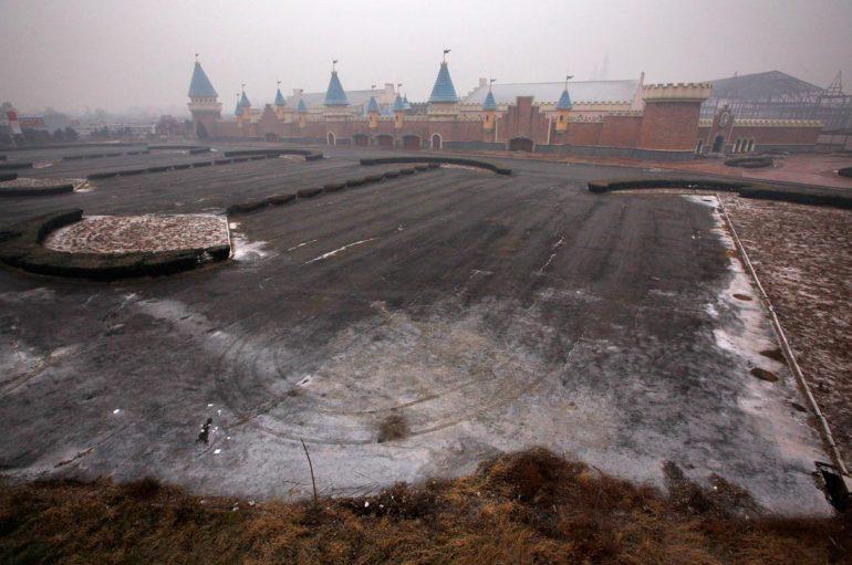 Заброшенный Диснейленд в Китае, который так и не открыл свои двери