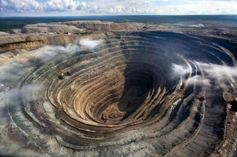Загадочная алмазная шахта «Мир»