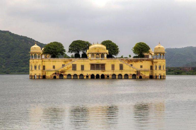 Затопленный дворец Джал-Махал
