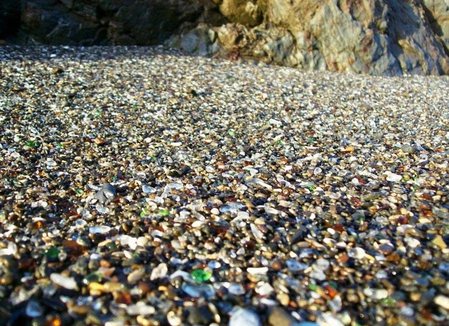 Стеклянный пляж — самое большое хранилище маленьких стеклышек