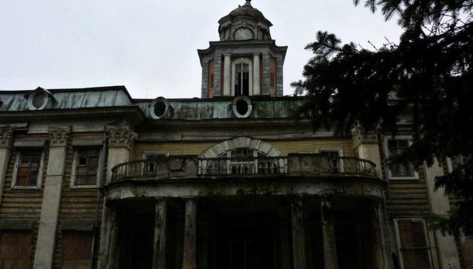 «Заброшки» Подмосковья: лагерь с «безумной» архитектурой и усадьбы-призраки