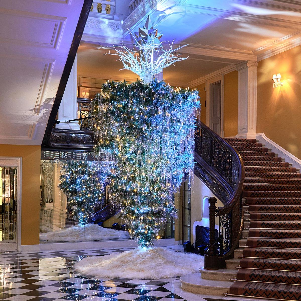 Новогодняя ёлка отKarl Lagerfeld