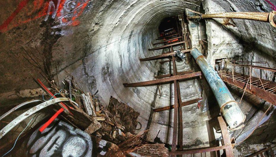 Недостроенная канализация под Хлебной площадью