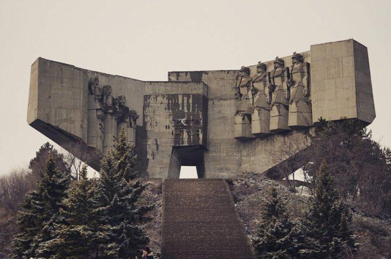 Старый памятник болгарско-советской дружбе   Фото