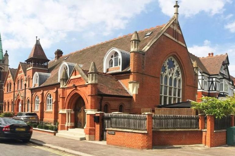 Старую церковь превратили в роскошный дом