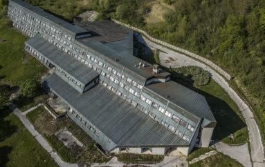 Заброшенное здание высшей политической школы Тито
