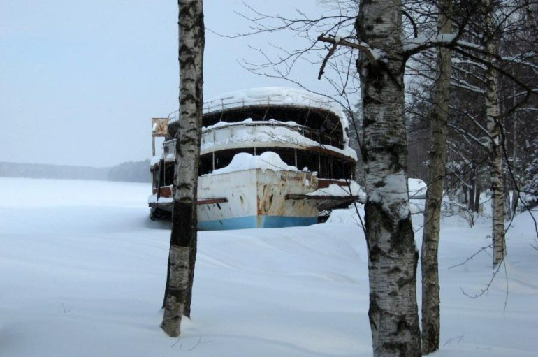 Заброшенный пароход из фильма «Жестокий романс»