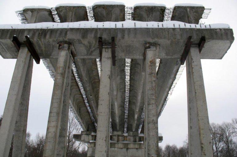 Недостроенный мост в никуда