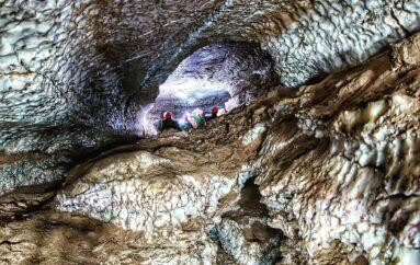 Голубинский провал — пещера, входящая в одноимённый карстовый массив