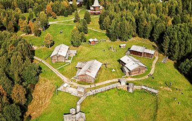 Малые Корелы — музей деревянного зодчества и народного искусства северных народов России